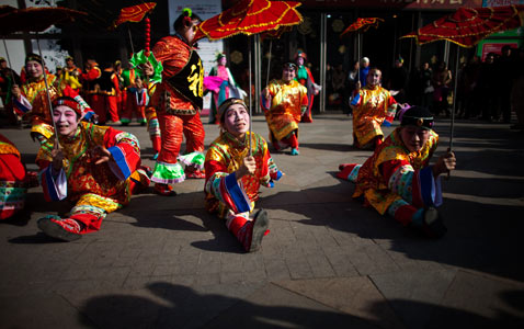 ap china lantern nt 120203 wblog Pictures of the Day: Egypt Protests, Soul Train, Lantern Festival