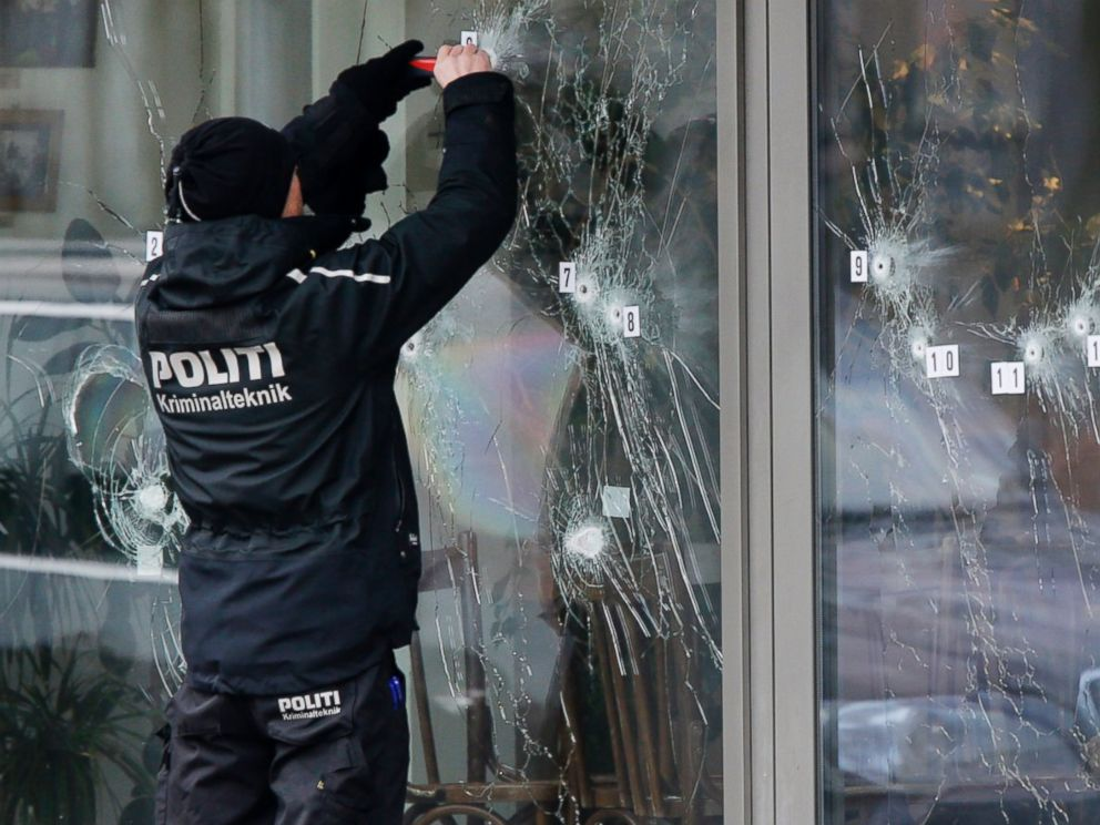 PHOTO: A police investigator works at the scene of a shooting that occurred the day before at a free speech event in Copenhagen, Feb. 15, 2015.