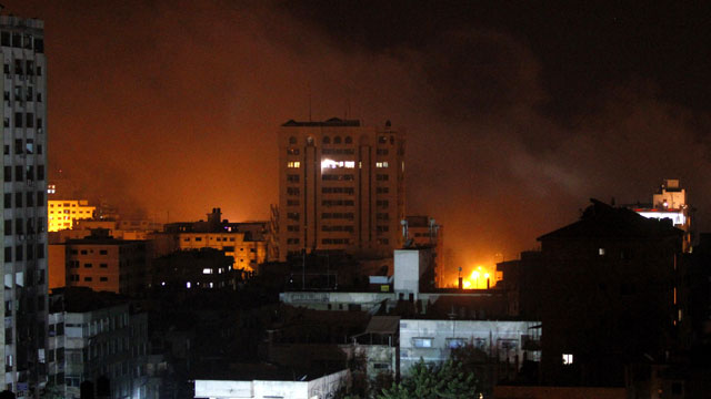 PHOTO: Smoke rises after an Israeli strike in Gaza City, Tuesday, Nov. 20, 2012.