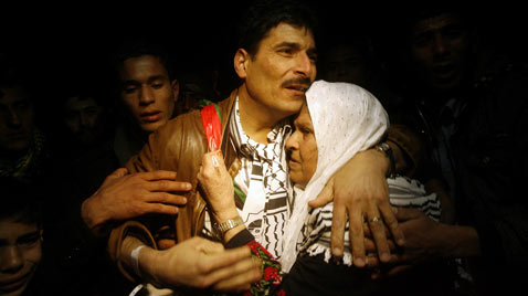 ap gaza prisoner released thg 111219 wblog Today In Pictures: Dec. 19, 2011