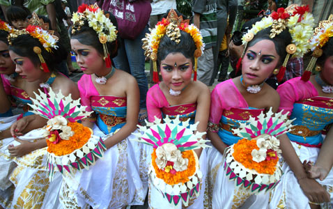 ap hindu festival nt 120322 wblog Pictures of the Day: Million Hoodie March, Nyepi Parade, Obama in New Mexico