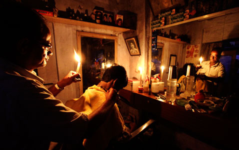 ap india power outage nt 120731 wblog Today in Pictures: India Power Outtage, Olympics Coverage, and Bomb Explosion in Baghdad