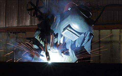 ap india welder ll 121204 wblog Today in Pictures: Indian Welder, Gibraltar Rescue, London Zip Line