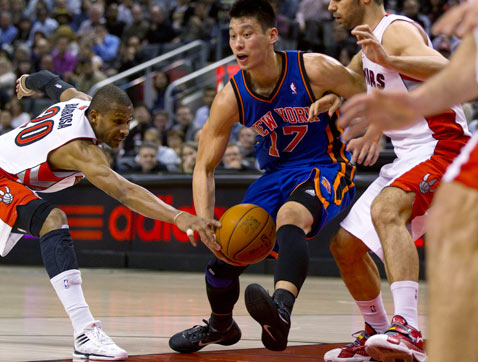ap jeremy lin knicks thg 120215 wblog Today in Pictures: Piglets, Sri Lanka, Clowns, Jeremy Lin and the Queen