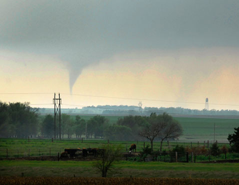 ap kansas tornado nt 120416 wblog Pictures of the Day: North Korea Celebrates Birthday, Hillary Parties, and Kansas Tornado