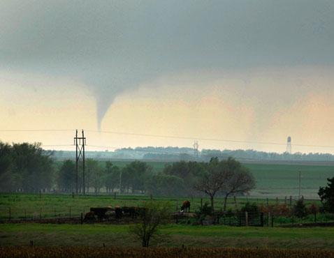 ap kansas tornado nt 120416 wblog Pictures of the Day: North Korea Celebrates Birthday, Hillary Parties, and Kansas Tornado