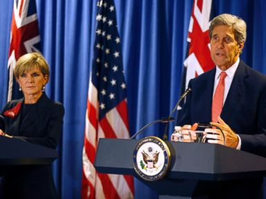PHOTO: U.S. Secretary of State John Kerry, right, speaks beside Australian Foreign Minister Julie Bishop during a news conference in Boston, Oct. 13, 2015.