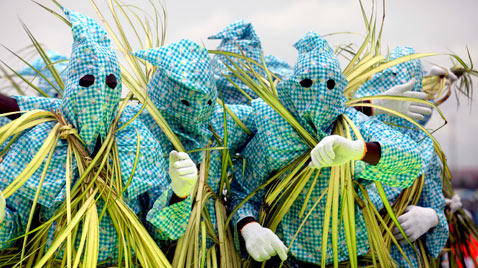 ap lagos Water festival ss thg 120409 wblog Today in Pictures: Easter, Passover, Starch, Augusta Masters and Camels