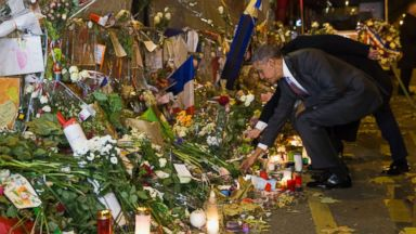 PHOTO: President Barack Obama places a flower at the Bataclan, a site of one of the Paris terrorists attacks, to pay his respects after arriving in town for the COP21 climate change conference Monday, Nov. 30, 2015, in Paris.