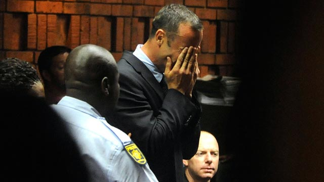 PHOTO: Oscar Pistorius weeps in court in Pretoria, South Africa, Feb 15, 2013, at his bail hearing in the murder case of his girlfriend Reeva Steenkamp.