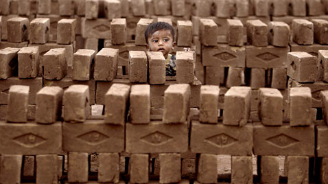 ap pakistan child brick factory ss thg 120409 wblog Today in Pictures: Easter, Passover, Starch, Augusta Masters and Camels