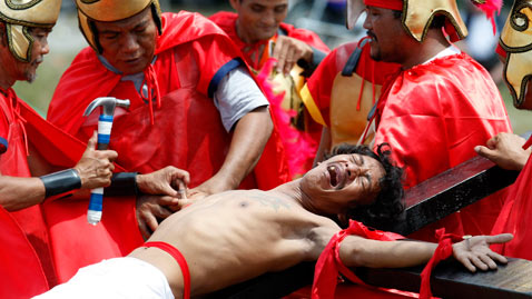 ap philippines dm 120406 wblog Today in Pictures: Passover, Easter, Festivals, Plane Crash