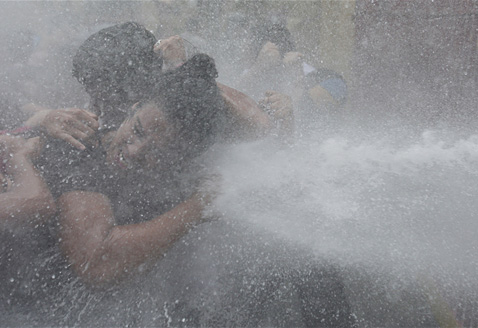 ap philippines protest ll 120425 wblog Today in Pictures: Water Cannon, Pakistani Mourners, Art Installation