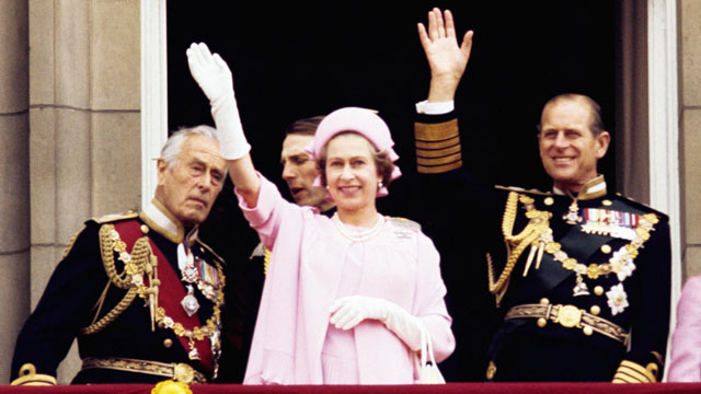 PHOTO: From left: Earl Mountbatten of Burma, Queen Elizabeth II and the Duke of Edinburgh wave from the balcony of Buckingham Palace after the Silver Jubilee procession, in 1977.