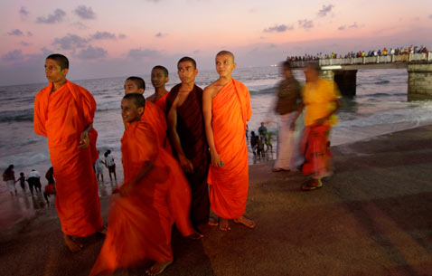 ap sri lanka ss thg 121508 wblog Today in Pictures: Slave Labor Protests, WWII Re enactment, Buddhas Birthday and Beyonce