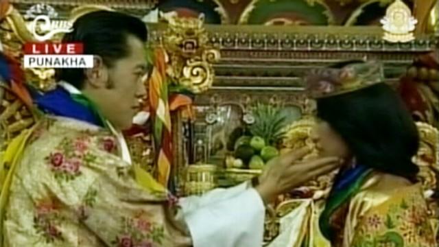 VIDEO: Lips didnt meet as King of Bhutan married his commoner bride.