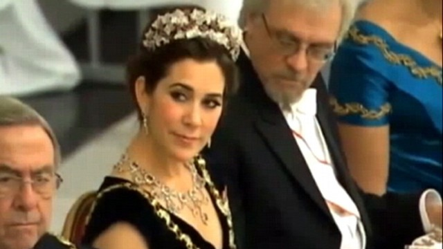 VIDEO: Video appears to show dinner guest glancing at Princess Marys cleavage.