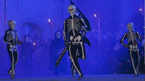 cb skeleton spain dm 120406 wblog Today in Pictures: Passover, Easter, Festivals, Plane Crash