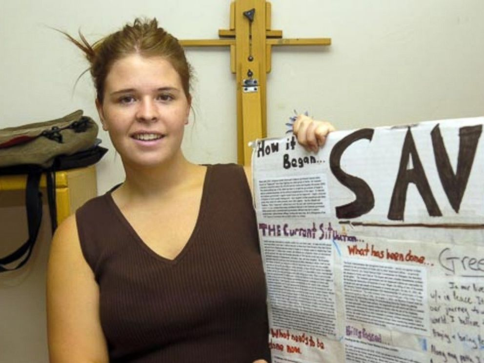 Arizona woman Kayla Mueller shows a sign promoting aid for Darfur in 2007.