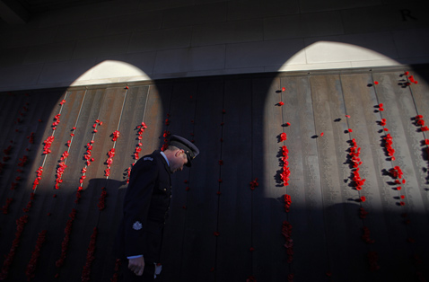 epa anzac day ll 120425 wblog Today in Pictures: Water Cannon, Pakistani Mourners, Art Installation