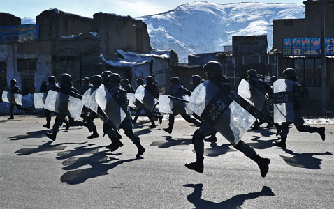 gty afghan troops nt 120224 wblog Today in Pictures: Bolivia Disabled Protest, Kerobokan Prison Riot, and Myanmar Democracy