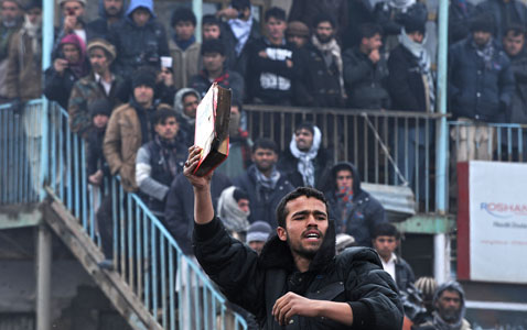 gty afghanistan koran burning nt 120221 wblog Today in Pictures: Syria Uprising, Mardi Gras, and Afghan Koran Burning