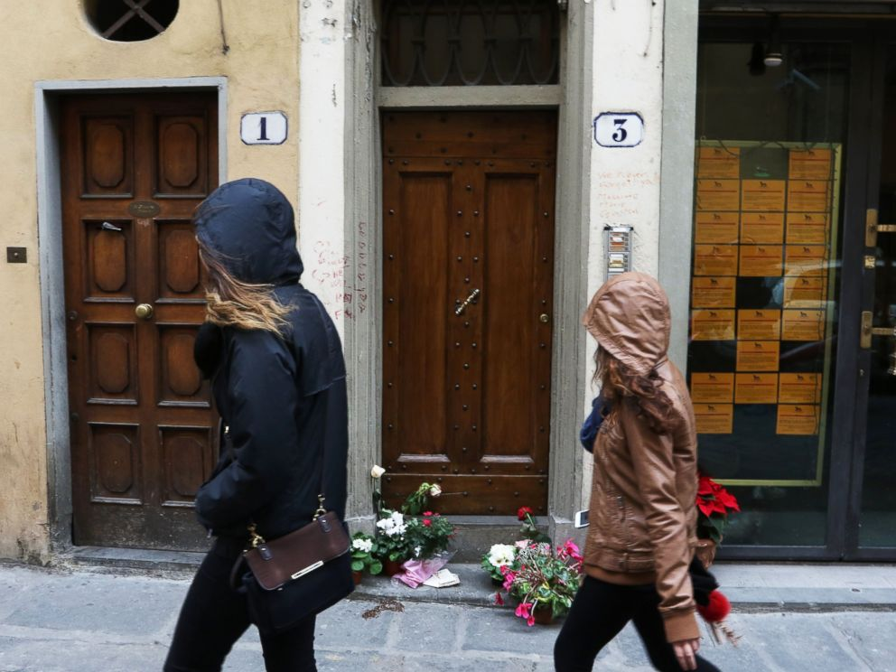 PHOTO: Two women walk past the entrance to the building that houses the flat of Ashley Olsen, a 35-year-old American expatriate artist who was found dead on Jan. 9, in Florence, Italy, on January 11, 2016.