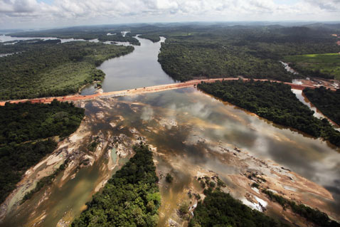 gty belo monte dam construction thg 120618 wblog Brazils Belo Monte Dam to Displace Thousands in Amazon