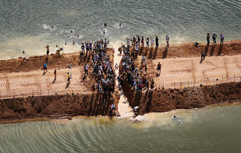 gty belo monte dam displaced river divide thg 120618 wblog Brazils Belo Monte Dam to Displace Thousands in Amazon