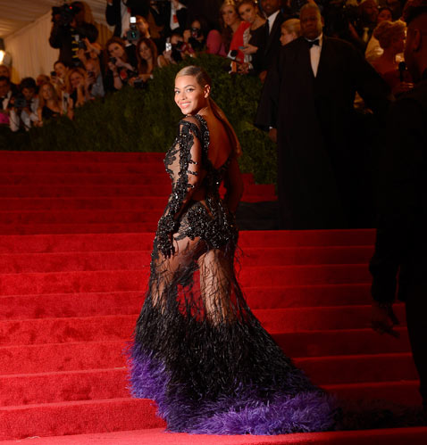 gty beyonce met gala ss thg 120508 wblog Today in Pictures: Slave Labor Protests, WWII Re enactment, Buddhas Birthday and Beyonce