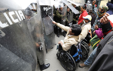 gty bolivia disabled nt 120224 wblog Today in Pictures: Bolivia Disabled Protest, Kerobokan Prison Riot, and Myanmar Democracy