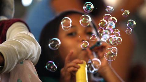 gty bubbles dm 111222 wblog Today In Pictures: Dec. 22, 2011
