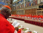 PHOTO: Cardinals pray before start of conclave