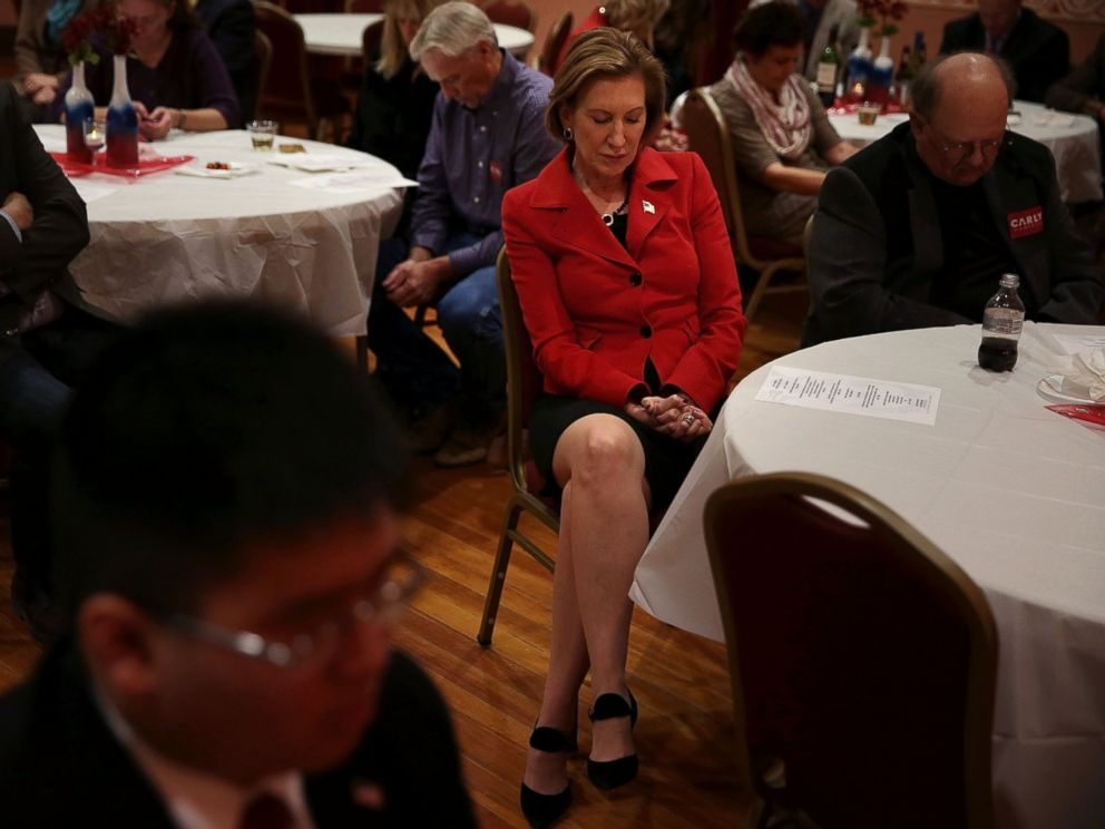 PHOTO: Republican presidential candidate Carly Fiorina participates in a moment of silence for the victims of the attacks in Paris during the 2015 Lincoln Dinner of Adair County Republican Party Nov. 13, 2015, in Greenfield, Iowa.