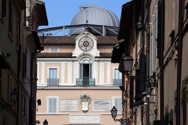 gty castel gandolfo exterior window thg 130226 wblog From Vatican City to Castel Gandolfo, The Popes Digs