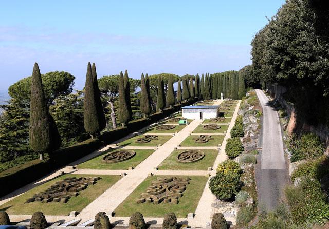 gty castel gandolfo garden landscape thg 130226 wblog From Vatican City to Castel Gandolfo, The Popes Digs