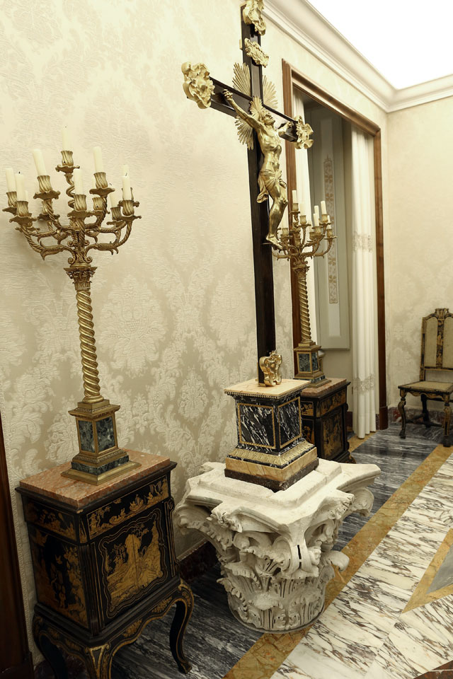 gty castel gandolfo hallway cross thg 130226 wblog From Vatican City to Castel Gandolfo, The Popes Digs