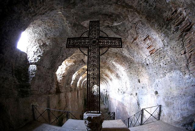 gty castel gandolfo hallway cross tunnel thg 130226 wblog From Vatican City to Castel Gandolfo, The Popes Digs