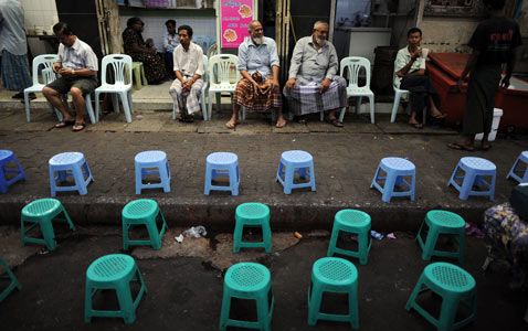 gty egypt stools nt 120203 wblog Pictures of the Day: Egypt Protests, Soul Train, Lantern Festival