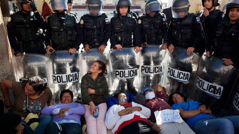 gty guatemala Protest thg 111123 wblog Today in Pictures: Nov. 23, 2011