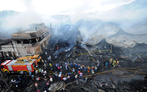 gty honduras market fire nt 120220 wblog Today in Pictures: Carnival, London Fashion Week and Spanish Protests