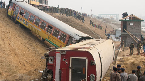 gty kashmir train wreck thg 111123 wblog Today in Pictures: Nov. 23, 2011