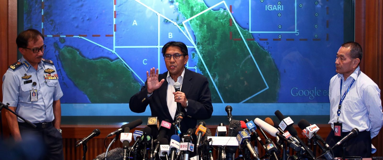 PHOTO: Dato Azharuddin Abdul Rahman, director general of the Malaysian Department of Civil Aviation briefs the media over latest updates on missing Malaysia Airline MH370 on March 10, 2014 in Kuala Lumpur, Malaysia.