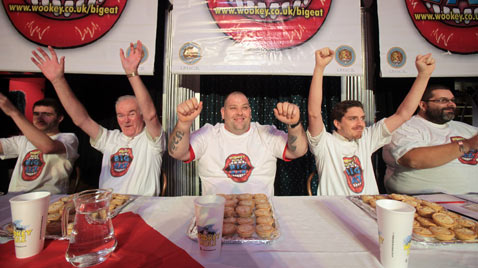gty mince pie eating contest thg 111122 wblog Today in Pictures : Nov. 22, 2011