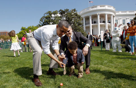 gty obama easter Egg hunt ss thg 120409 wblog Today in Pictures: Easter, Passover, Starch, Augusta Masters and Camels