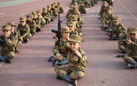 gty pakistan children army nt 120323 wblog Today in Pictures: Pope in Mexico, Turkish Riots, Nepals Living Goddess