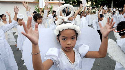 gty philippines easter ss thg 120409 wblog Today in Pictures: Easter, Passover, Starch, Augusta Masters and Camels