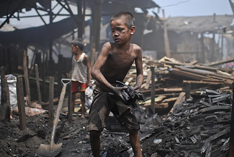 gty phillipines child labor 148060199 ll 120709 wblog Today in Pictures: Child Labor, Andy Murray, Merkel and Hollande