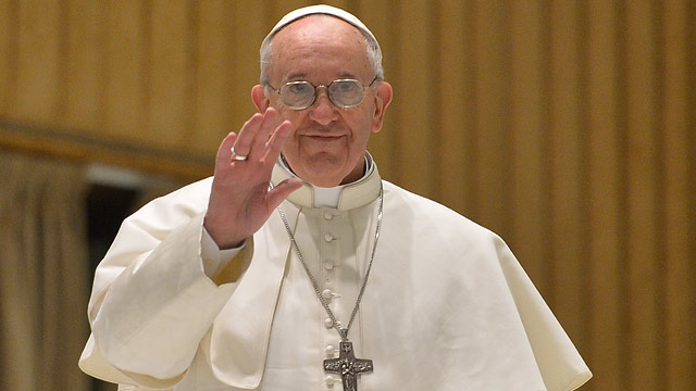 PHOTO: Pope Francis waves upon is arrival for a private audience to members of the media on March 16, 2013 at the Paul VI hall at the Vatican.