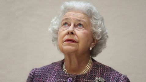 gty queen elizabeth ss thg 120315 wblog Today in Pictures: Blagojevich Jailed, Thailands Flowers, Hungarys Festive, and The Queen